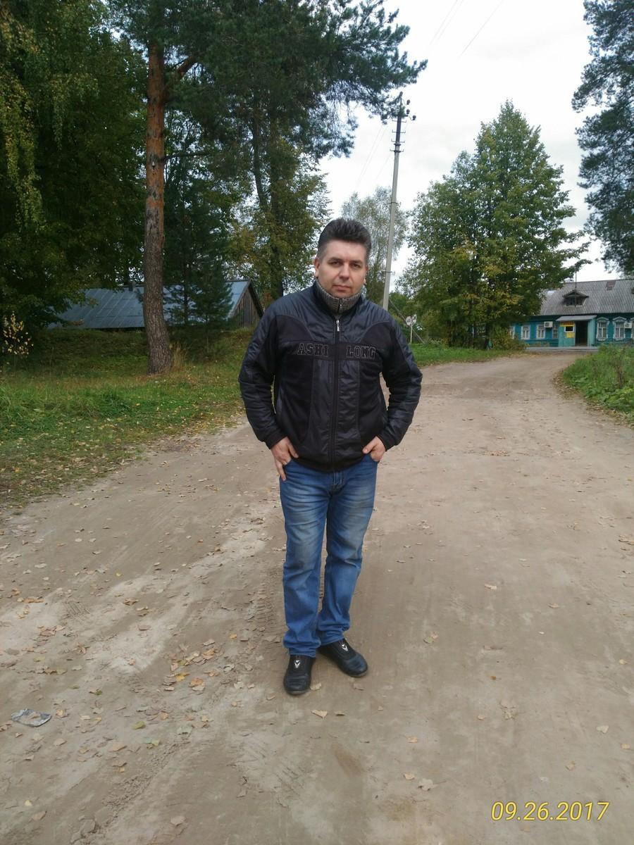 Знакомства Шарья, фото мужчины Николай, 48 лет, познакомится для флирта, любви и романтики, cерьезных отношений