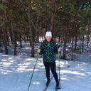 Обожаю лыжные прогулки по лесу.