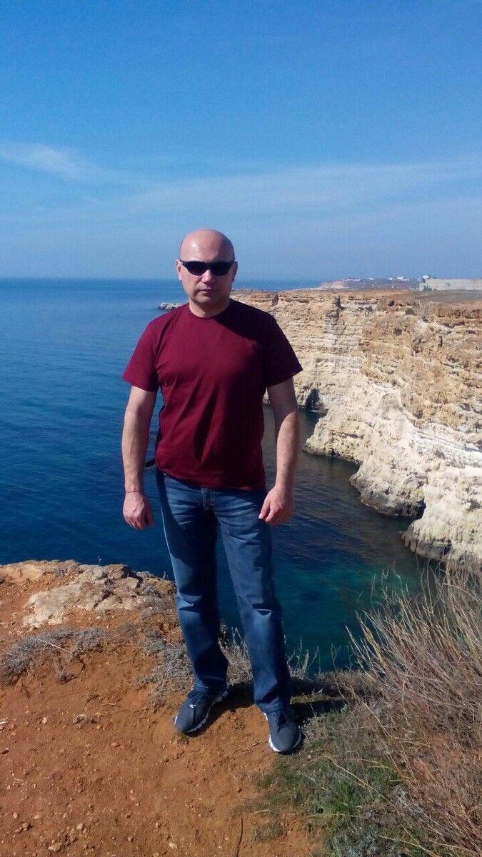 Знакомства Севастополь, фото мужчины Дмитрий, 48 лет, познакомится для флирта, любви и романтики, cерьезных отношений