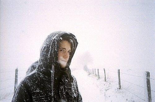 Фото парень зимой в капюшоне